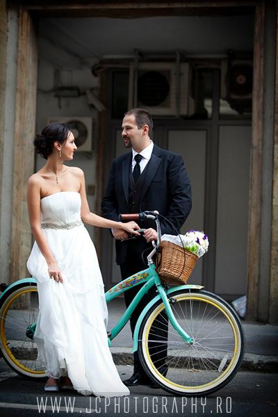 foto miri pe bicicleta