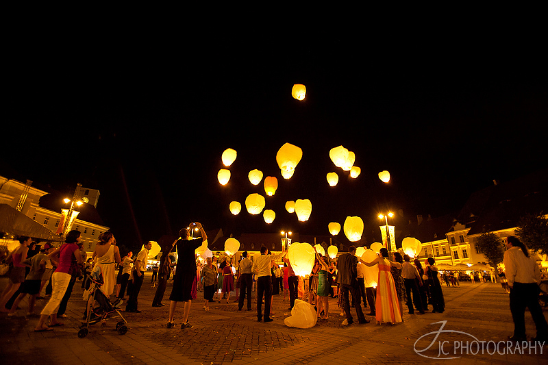 74 Fotograf nunta Sibiu Lampioane zburatoare Piata Mare