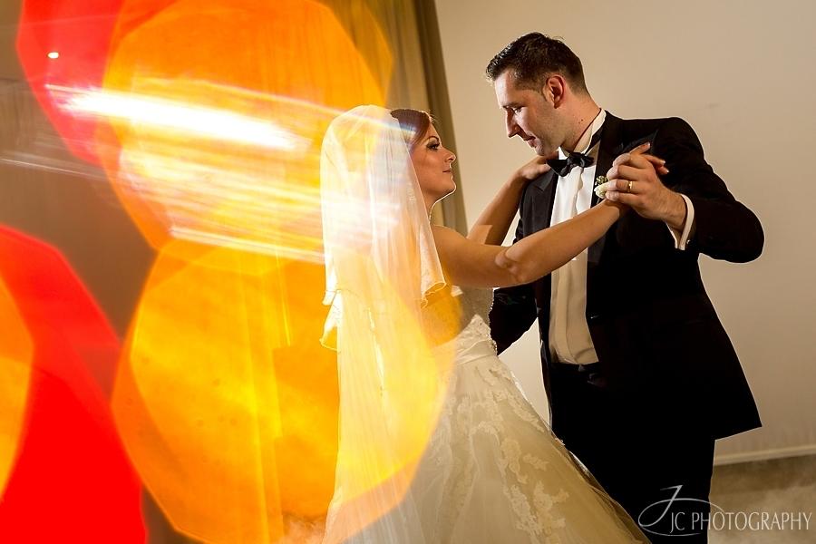 34 Fotografii nunta dansul mirilor Astoria