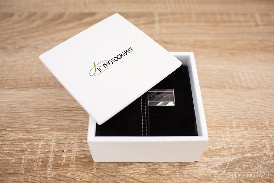 03 USB Cristal si cutie personalizata