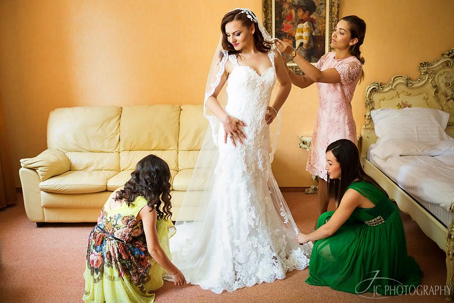 02-fotografii-pregatiri-nunta-brasov-conacul-heldsdorf