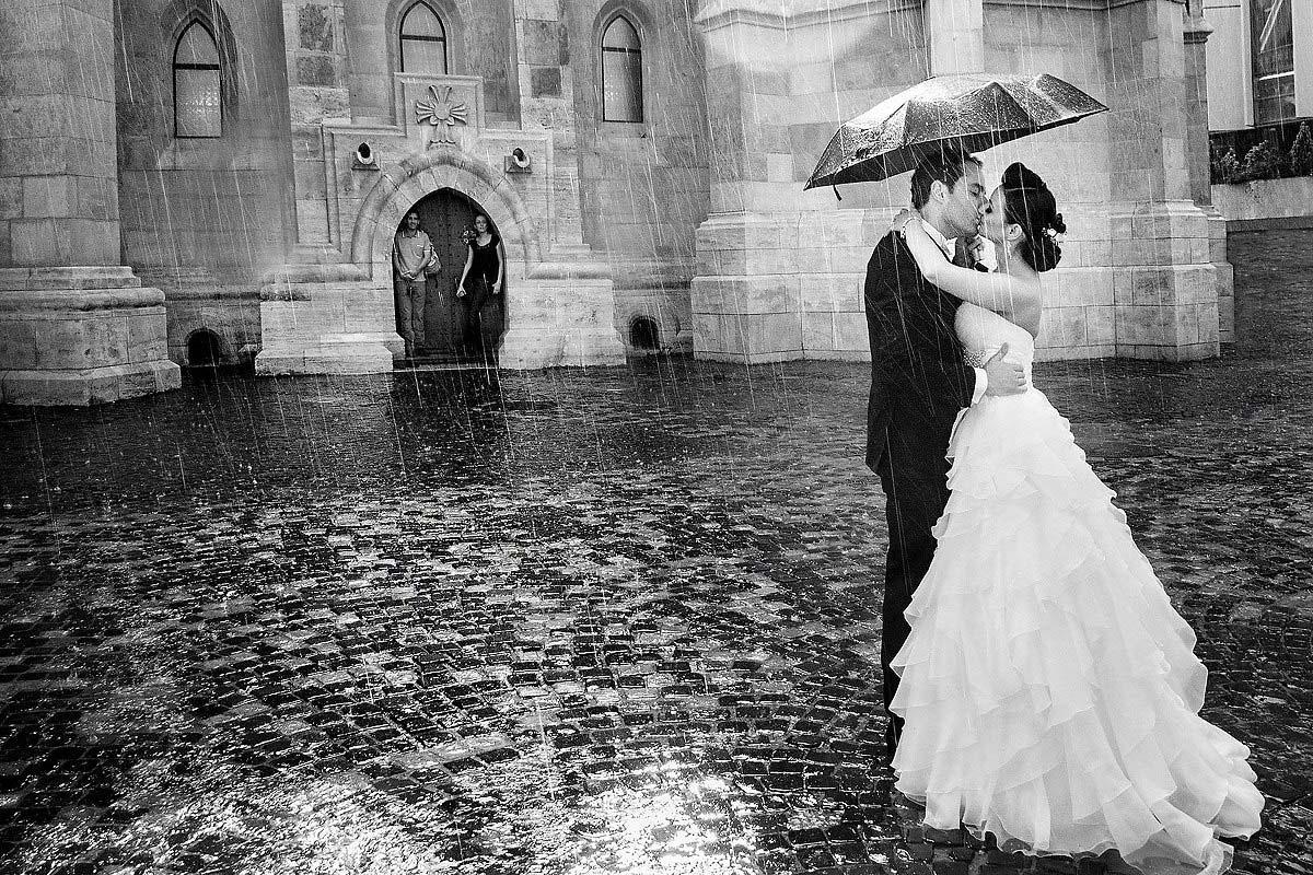 10 Fotografii nunta in ploaie