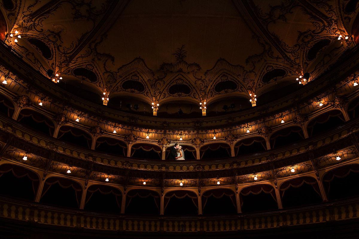34 Sesiune foto dupa nunta Teatru Cluj Napoca