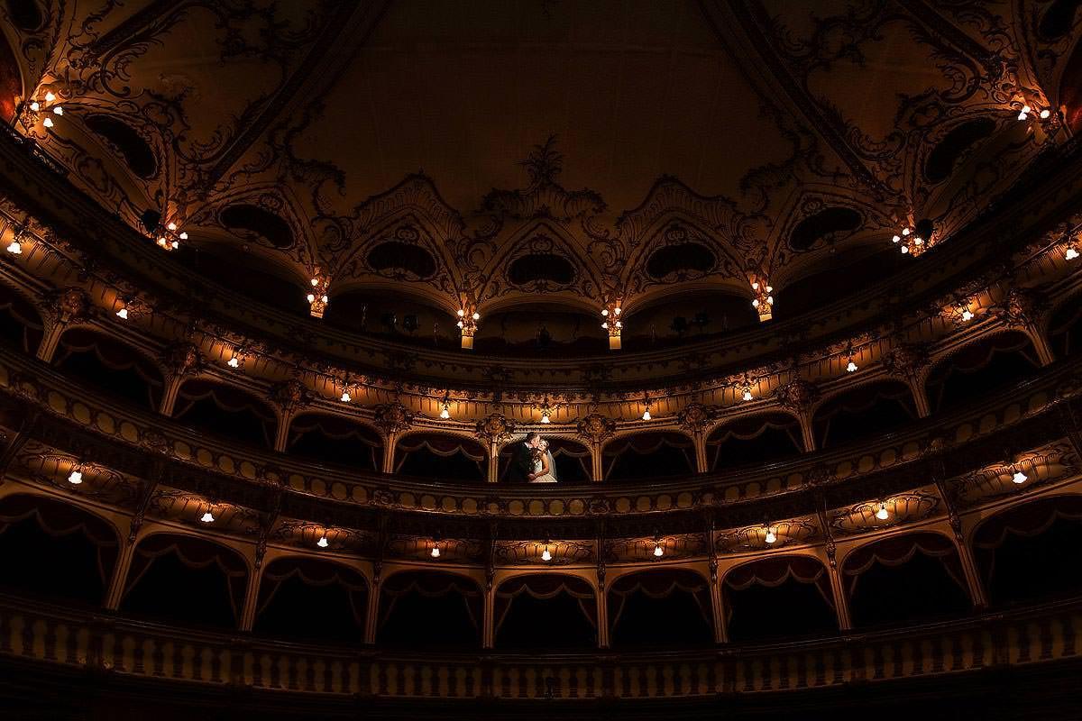 34-Sesiune-foto-dupa-nunta-Teatru-Cluj-Napoca